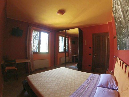 B&B Al Sole di Stella: Camera Rossa