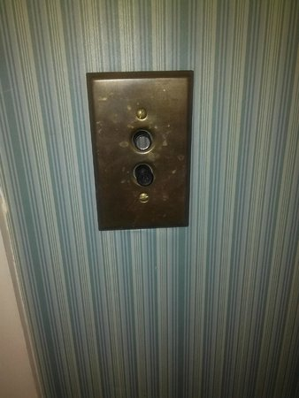 Atlantic Hotel: Push button light switch!
