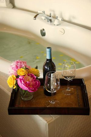 Camano Island Inn : Room 1 Romance with Jacuzzi in Room