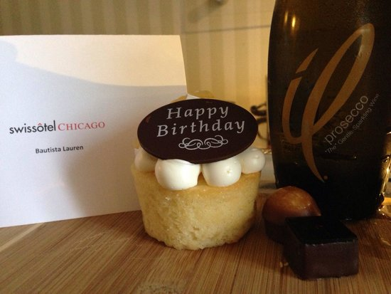 Swissotel Chicago: Birthday treats :)