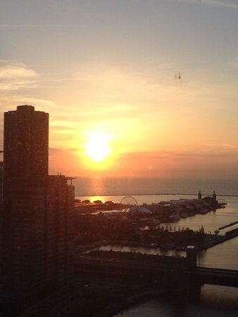 Swissotel Chicago : Sunrise