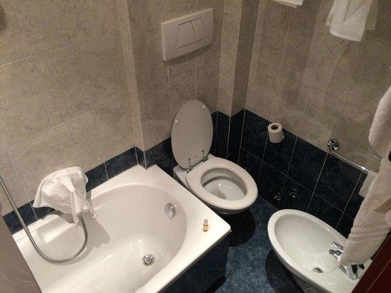Hotel Raffaello: Very tight accomodations.