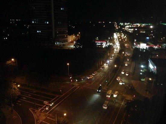 Acacia Hotel Manila: city view at night