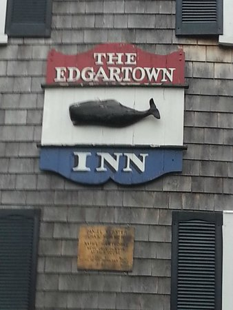 The Edgartown Inn: View walking up N Water St.