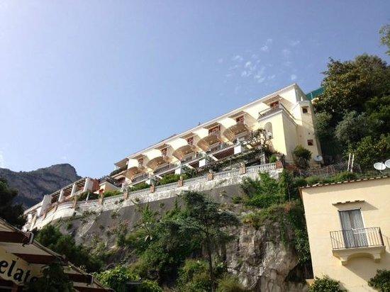 Hotel Buca di Bacco: Hotel from the beach