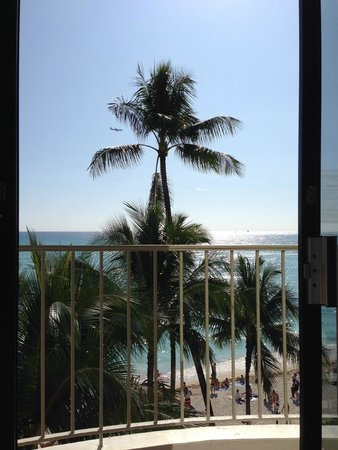 Moana Surfrider, A Westin Resort & Spa: View from diamond deluxe ocean room