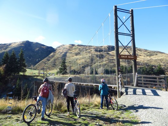 Arrowtown Bike Hire: Edgar bridge