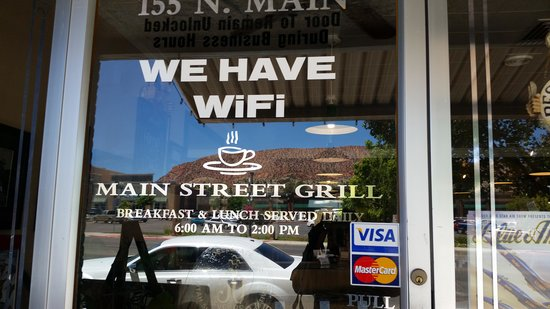 Main Street Grill: Front
