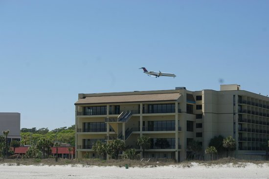 Springmaid Oceanfront Resort Myrtle Beach : while close to the airport planes are not a bother at all