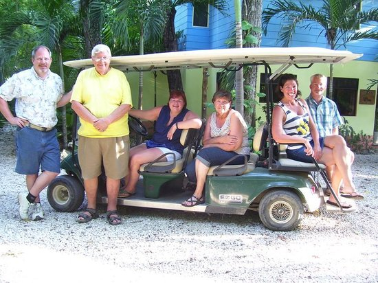 Nosara Paradise Rentals: Our group in golf cart