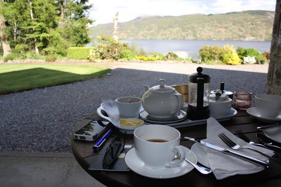 Tigh Na Bruach: Tea, scones, & cake upon arrival