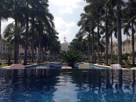 Hotel Riu Palace Riviera Maya: View from infinity pool