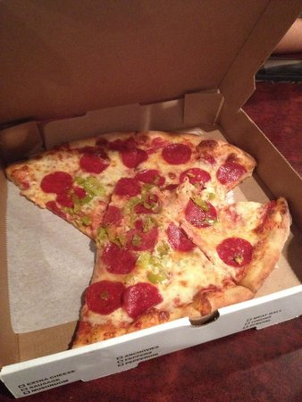 Brock's Surfside Grill & Pizzeria: Pepperoni and Pepperchini!