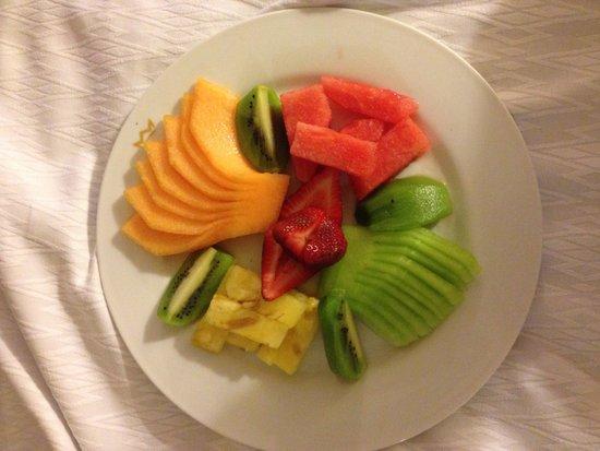 Hotel Riu Palace Riviera Maya: Room service fruit platter