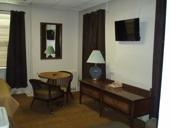 Canfield Hotel : Room 517