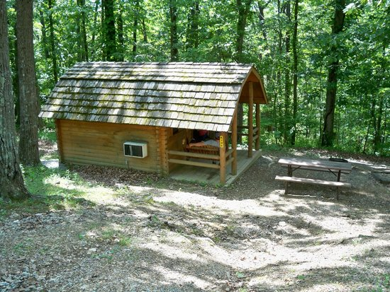 Harpers Ferry KOA: One room camping cabin