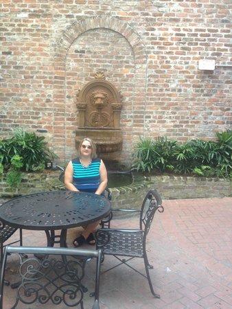French Market Inn: Courtyard