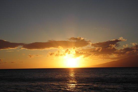 Honua Kai Resort & Spa: ラナイ島へ沈む夕日