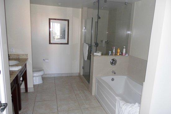 Honua Kai Resort & Spa: bathroom