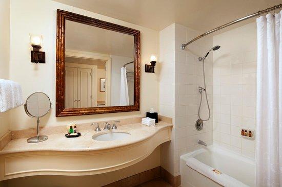 Sheraton Maui Resort & Spa : Guest Room Bathroom
