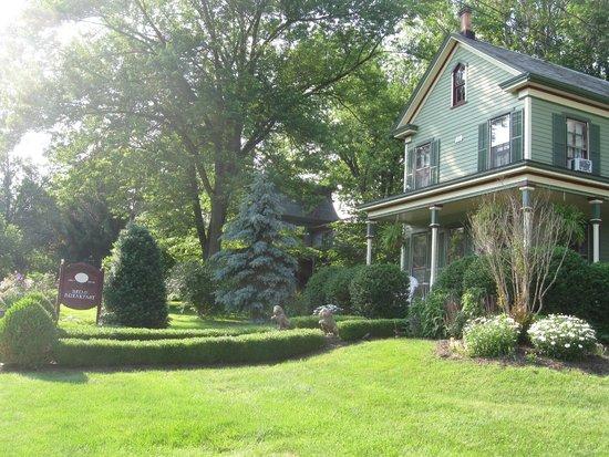The Widow McCrea House Victorian Bed and Breakfast : Pretty B&B