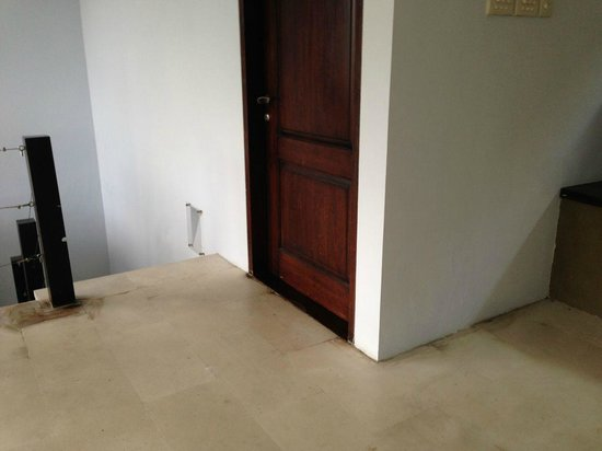Danoya Villa - Private Luxury Residences: dirty floor