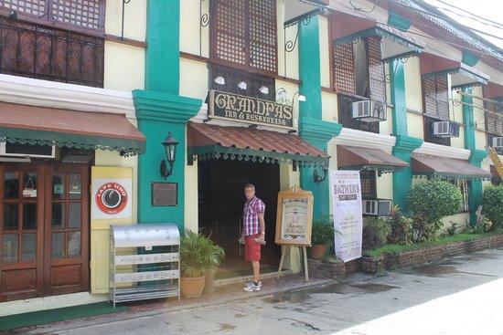 Grandpa's Inn: the hotel