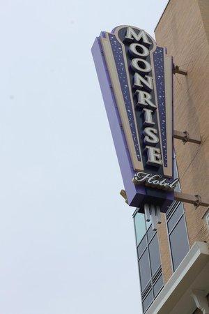 Moonrise Hotel : Marquee