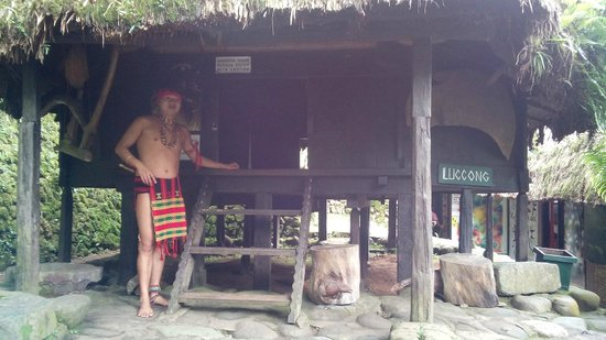 Tam-Awan Village: Our guide beside one of the native houses