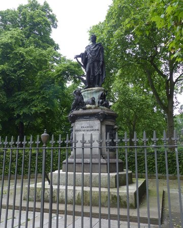 Humphry Repton statue at Russell Square