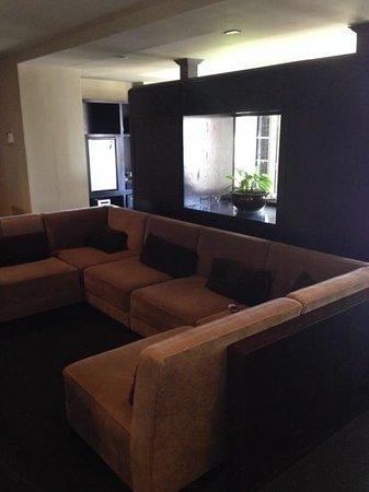 Hotel Valencia Riverwalk : Turret balcony living room area
