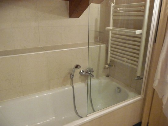 Hotel Tiziano: Lie down to have a shower