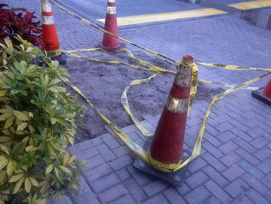 Holiday Inn Hotel & Suites Clearwater Beach South Harbourside: had a gas leak that needed fixing at the front door stairs