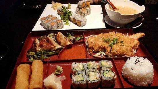 Taisho Bistro Japanese Restaurant : Katsu bento box and some rolls