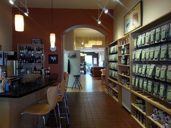 Huber's Inn Port Townsend : Pippa's fully stocked and ready!