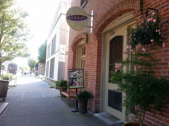 Huber's Inn Port Townsend : Port Townsends finest tea shop ready for your luxury.