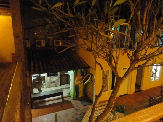 Nomad Buzios Seashore Hostel: Vista da cozinha do hostel