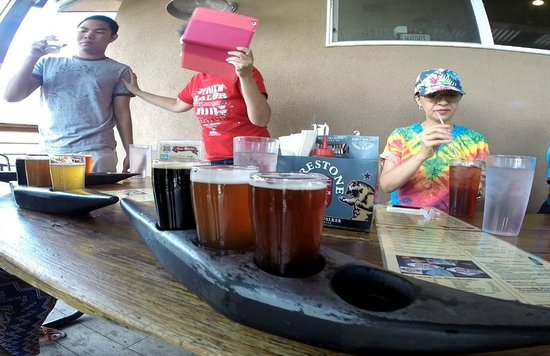 Kern River Brewing Company : canoes of beer