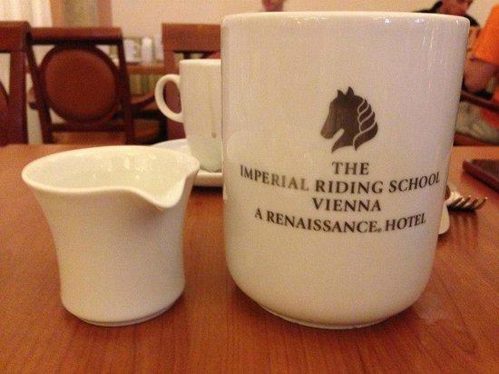 Imperial Riding School Renaissance Vienna Hotel : Taza del desayunador