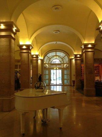 Imperial Riding School Renaissance Vienna Hotel : Salida