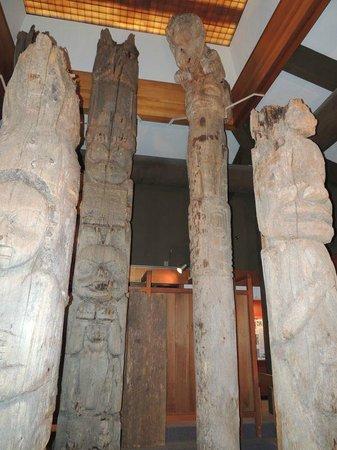 Totem Heritage Center: Very old totem poles safely kept indoors