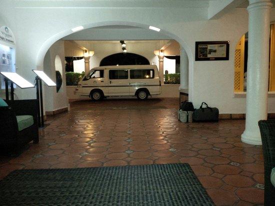 Windjammer Landing Villa Beach Resort: Service de navette