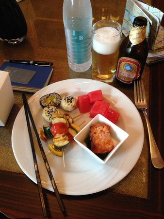 JW Marriott Hotel Shanghai at Tomorrow Square : Food in the Executive Lounge