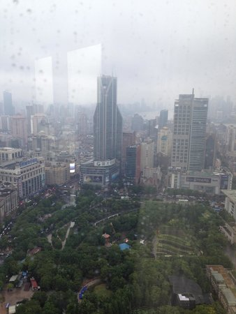 JW Marriott Hotel Shanghai at Tomorrow Square : A smoggy day in Shanghai