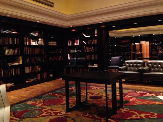 JW Marriott Hotel Shanghai at Tomorrow Square : Highest library in the world