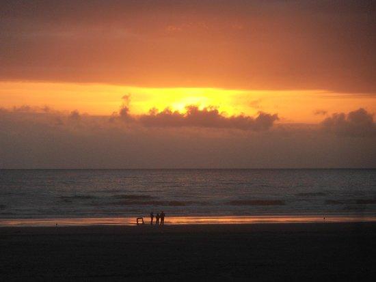 Ebb Tide Oceanfront Inn: Sunset