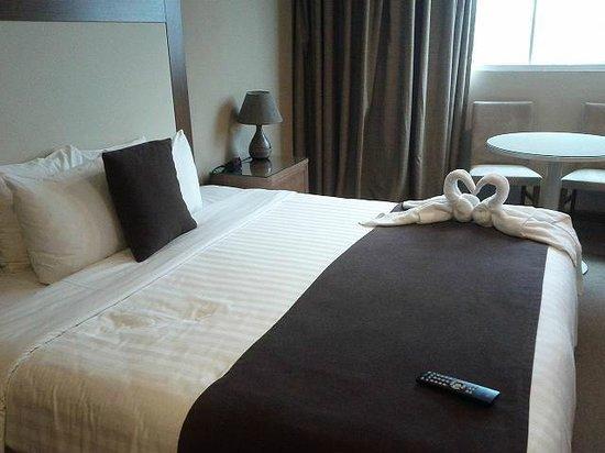 Central Park Hotel: Cama amplia y cómoda
