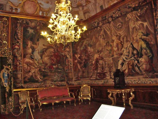Museo Nazionale di Palazzo Mansi: tapestries & chandelier in Palazzo Mansi