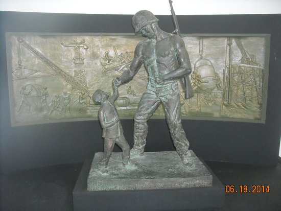 U.S. Navy Seabee Museum: Statue of a soldier & a chid