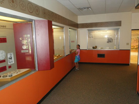 Etowah Indian Mounds State Park : plenty of artifacts